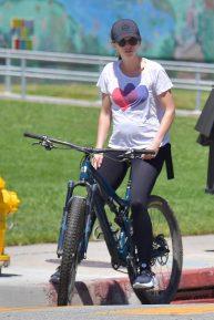 Katherine Schwarzenegger Pratt and Chris Pratt - Bike ride in Santa Monica