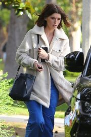 Katherine Schwarzenegger - Returns to her car after lunch in Santa Monica