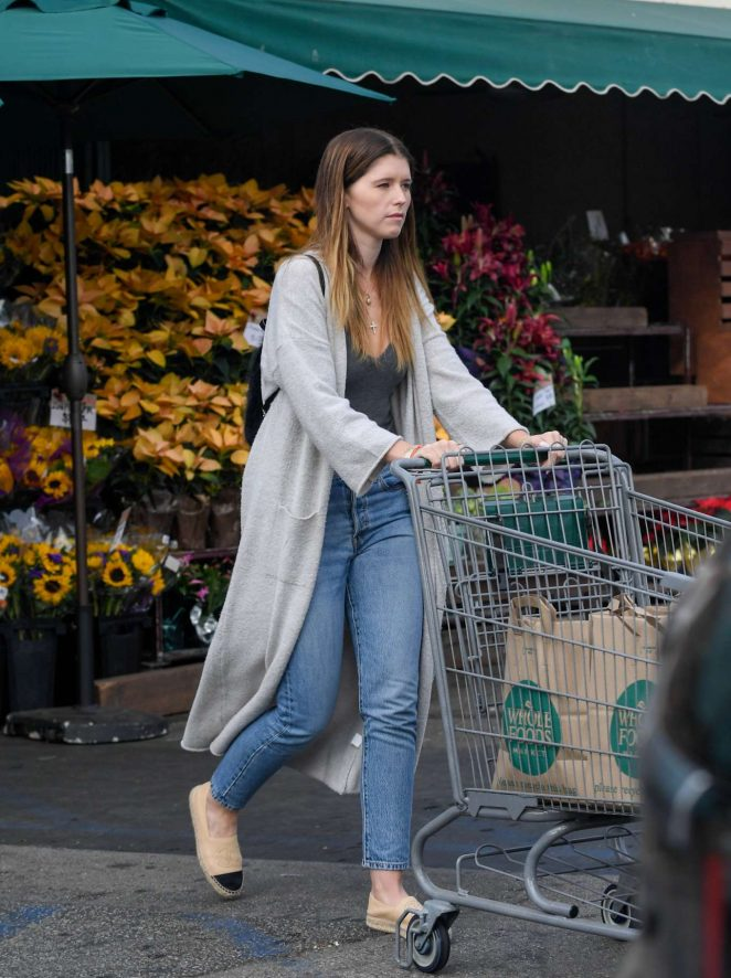 Katherine Schwarzenegger – Shops at Whole Foods in Brentwood