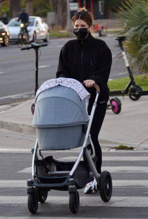 Katherine Schwarzenegger - Takes her daughter Lyla Maria Pratt for a walk in Santa Monica