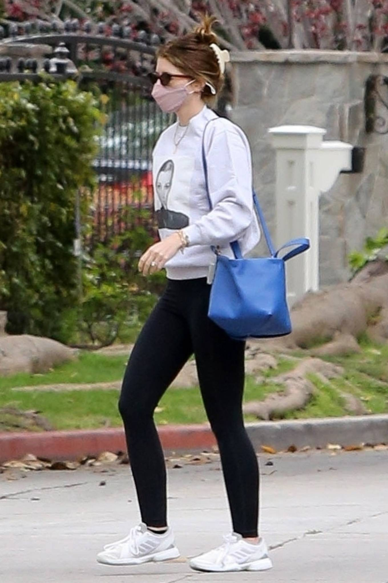 Katherine Schwarzenegger 2021 : Katherine Schwarzenegger – With her mom and sister Christina Schwarzenegger in Los Angeles-01