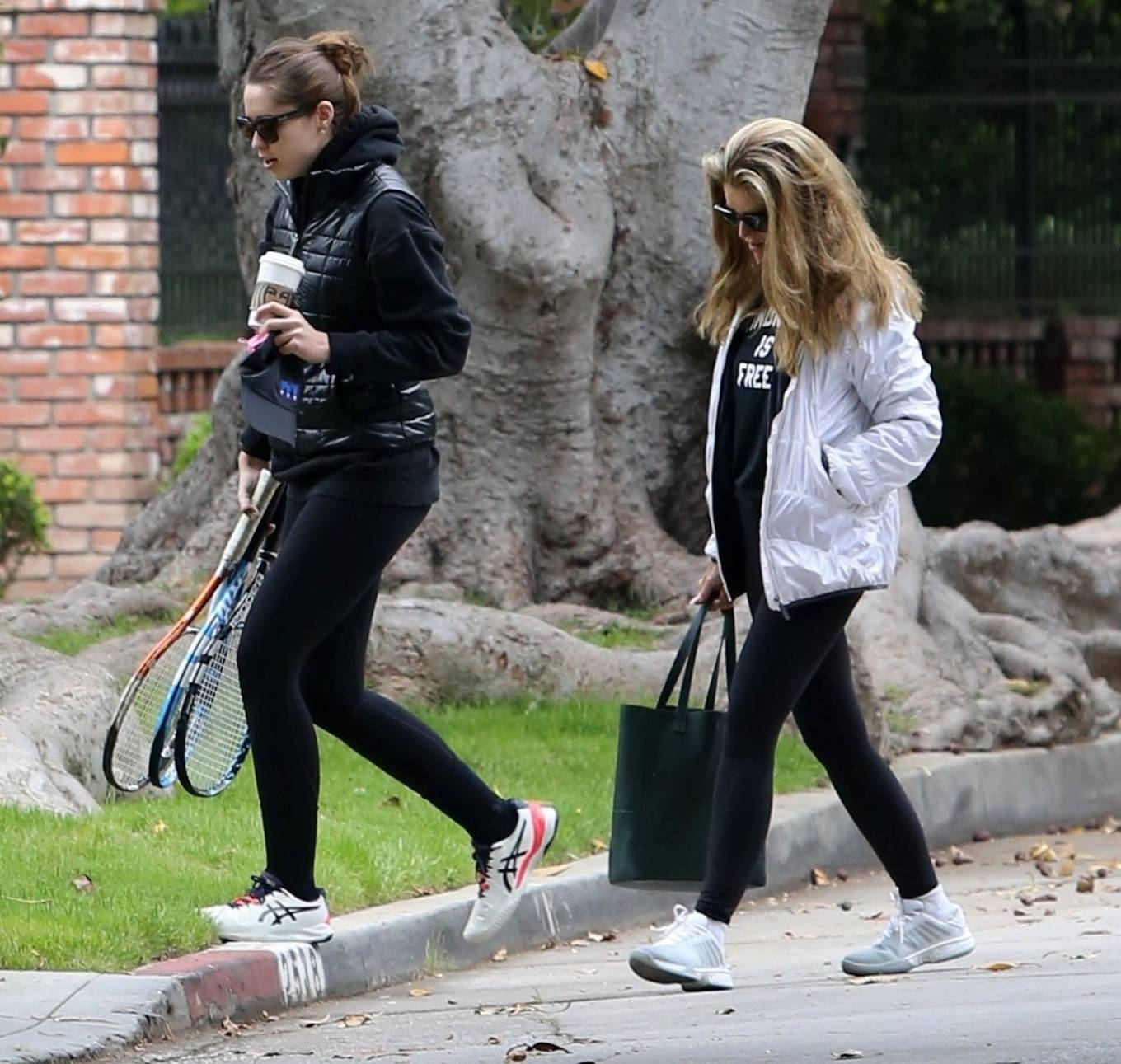 Katherine Schwarzenegger 2021 : Katherine Schwarzenegger – With her mom and sister Christina Schwarzenegger in Los Angeles-02