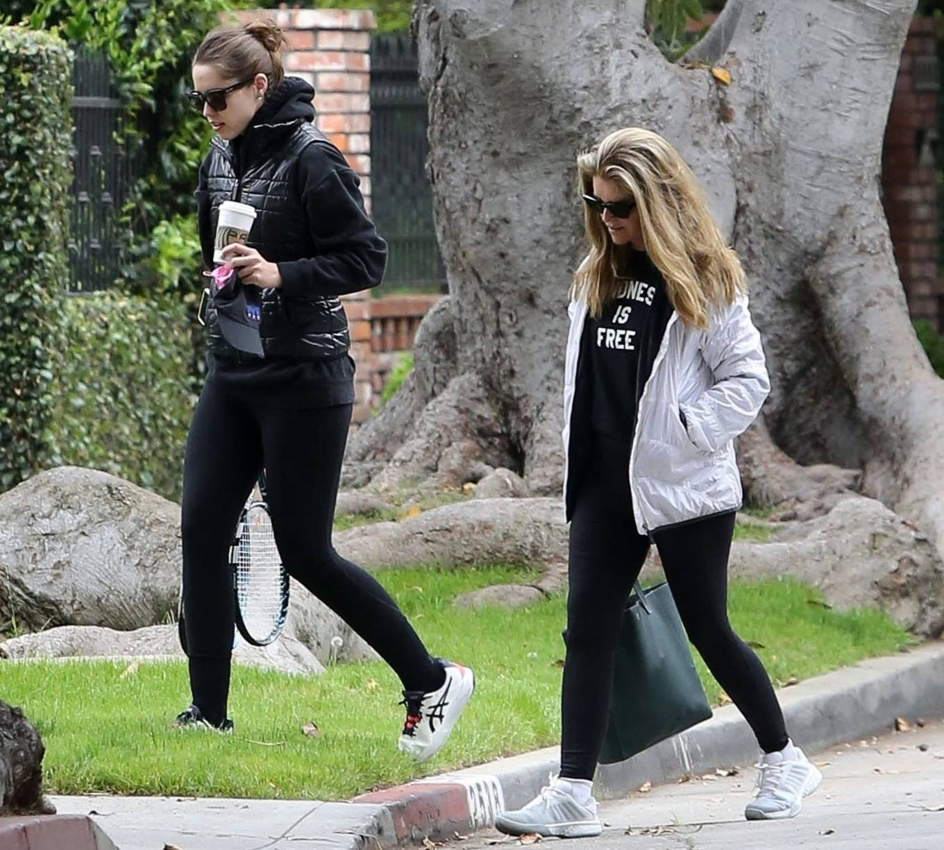 Katherine Schwarzenegger 2021 : Katherine Schwarzenegger – With her mom and sister Christina Schwarzenegger in Los Angeles-03