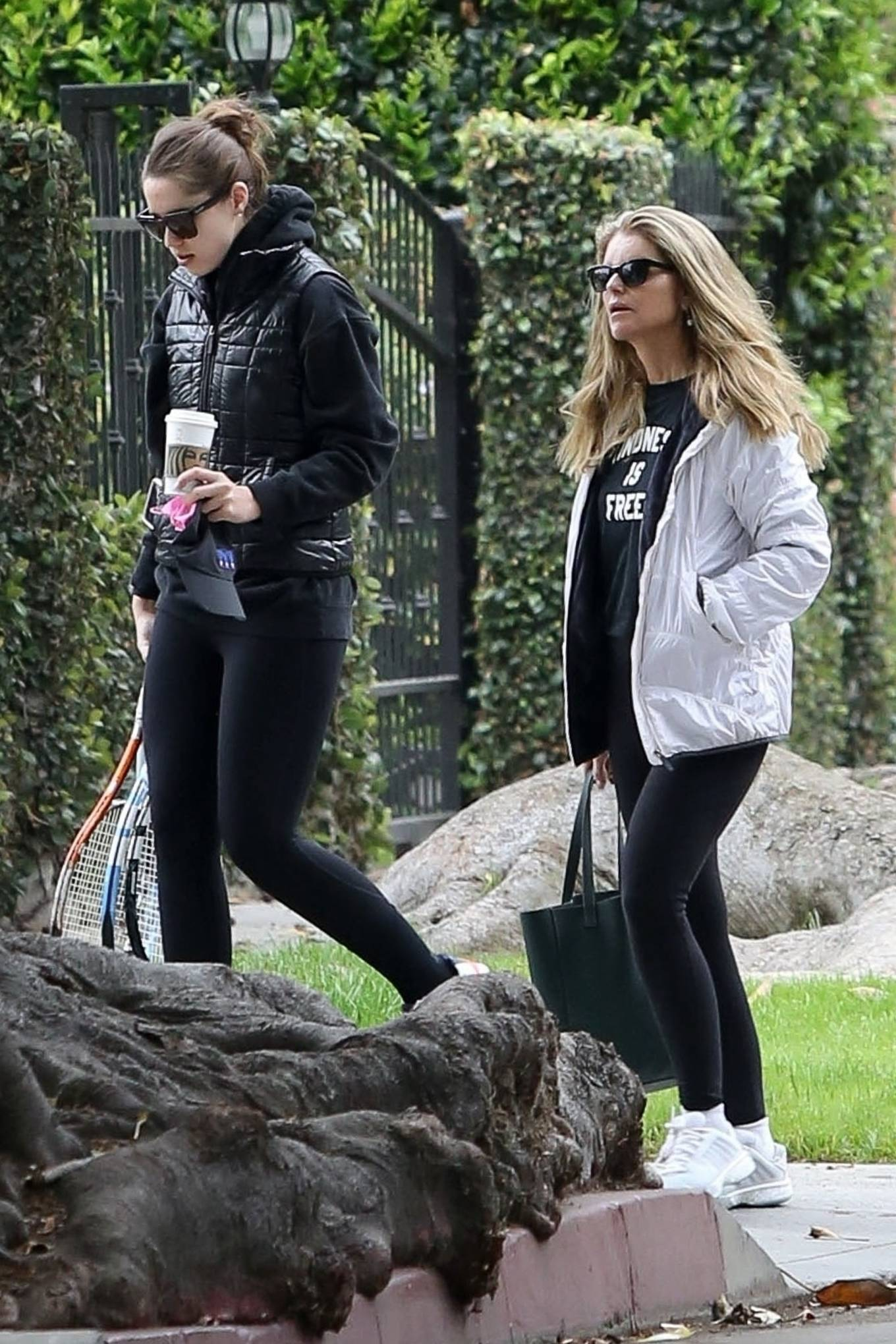 Katherine Schwarzenegger 2021 : Katherine Schwarzenegger – With her mom and sister Christina Schwarzenegger in Los Angeles-16