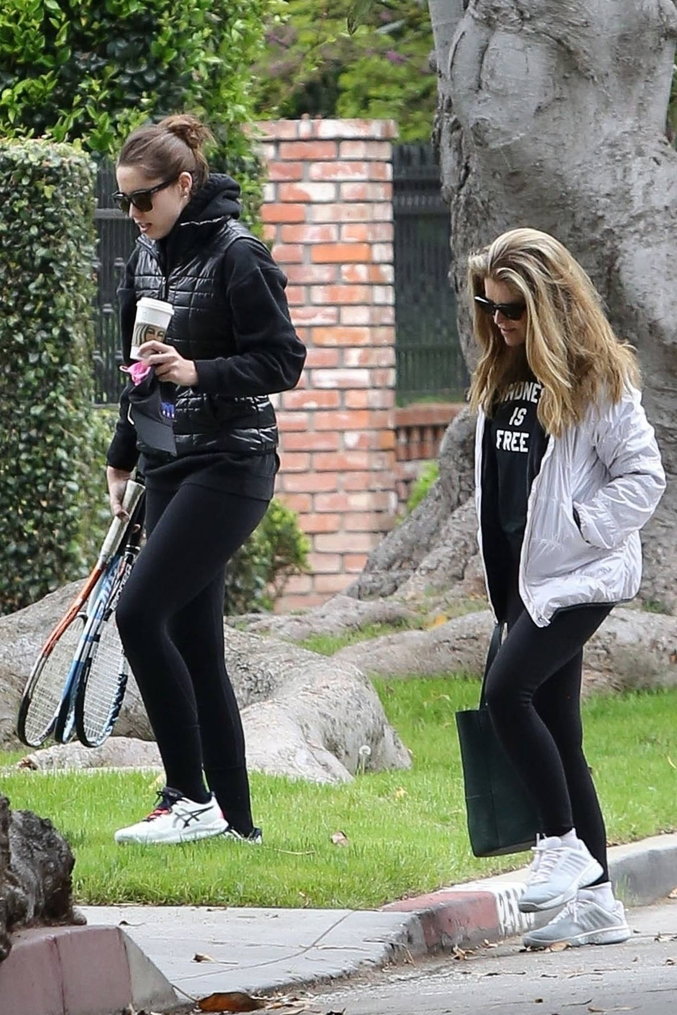 Katherine Schwarzenegger 2021 : Katherine Schwarzenegger – With her mom and sister Christina Schwarzenegger in Los Angeles-20