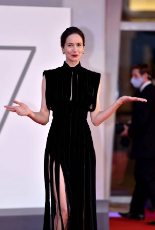 Katherine Waterston - 'The World To Come' premiere - Red carpet at 2020 Venice Film Festival