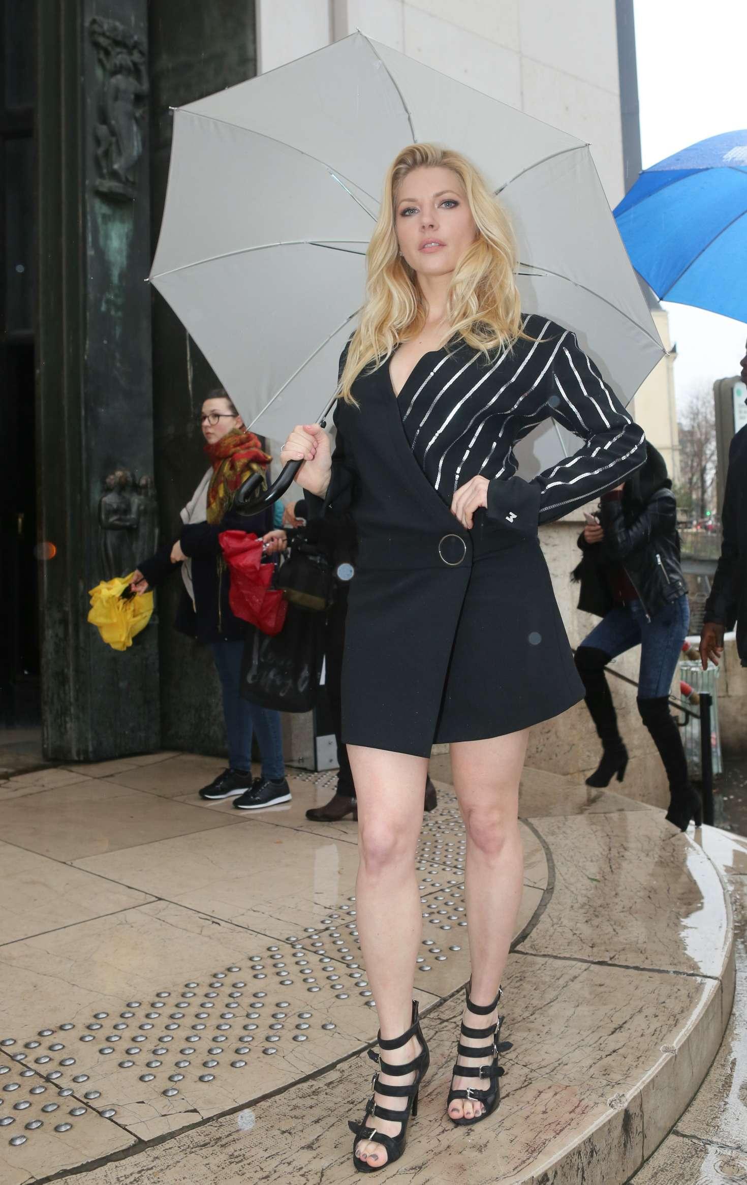 Katheryn Winnick At Mugler Fashion Show 01 Gotceleb