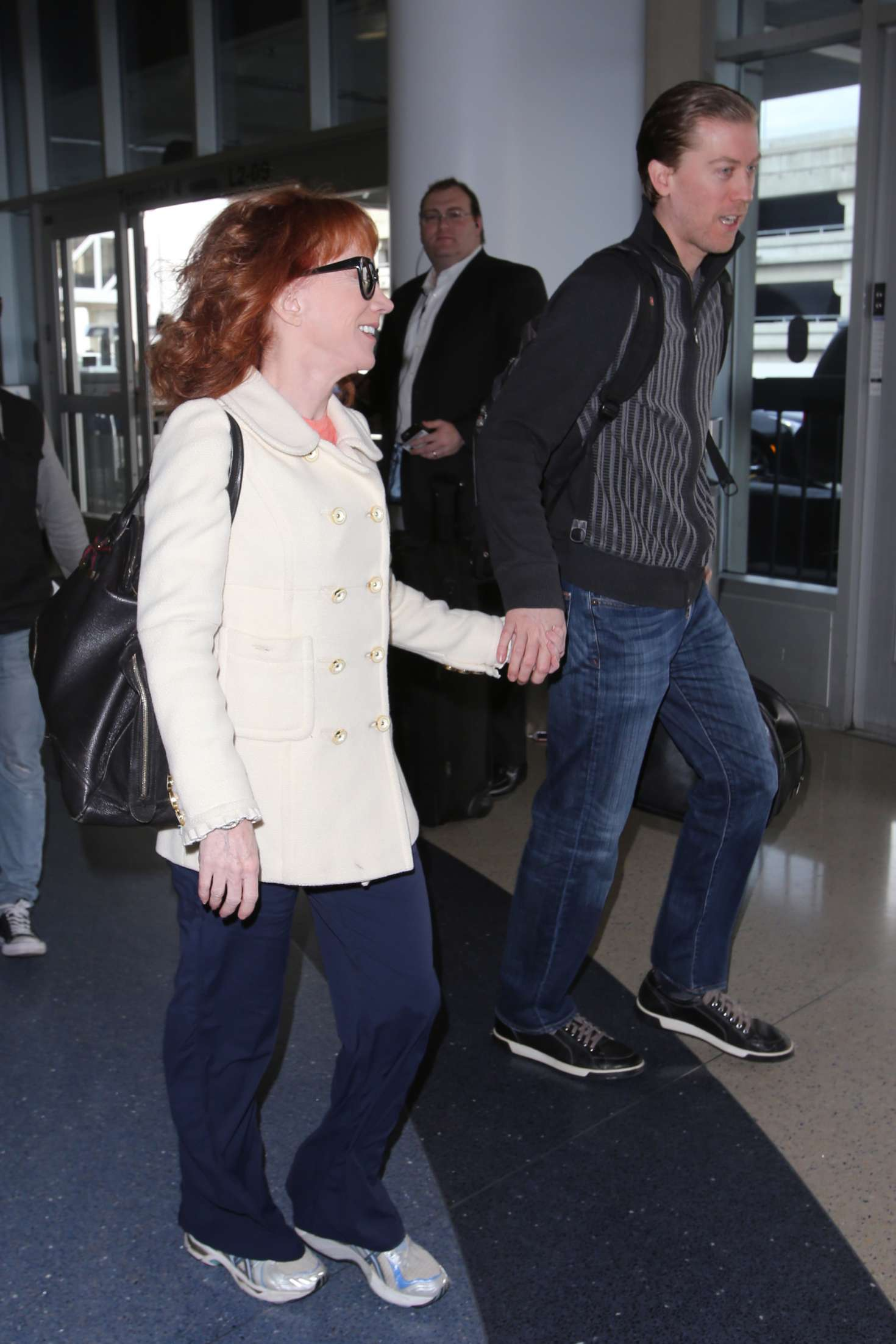 Kathy Griffin 2017 : Kathy Griffin: Arrives at LAX Airport -02