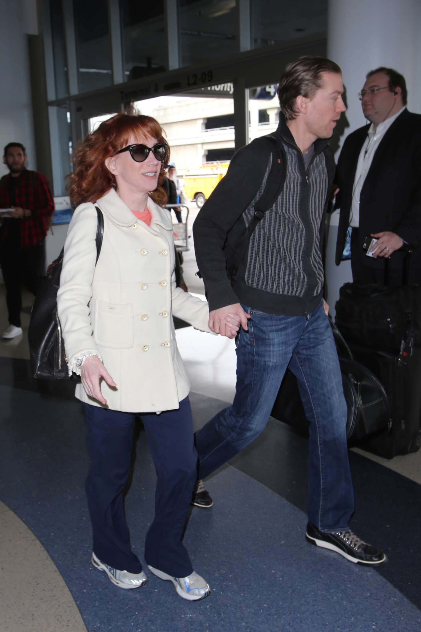 Kathy Griffin 2017 : Kathy Griffin: Arrives at LAX Airport -06