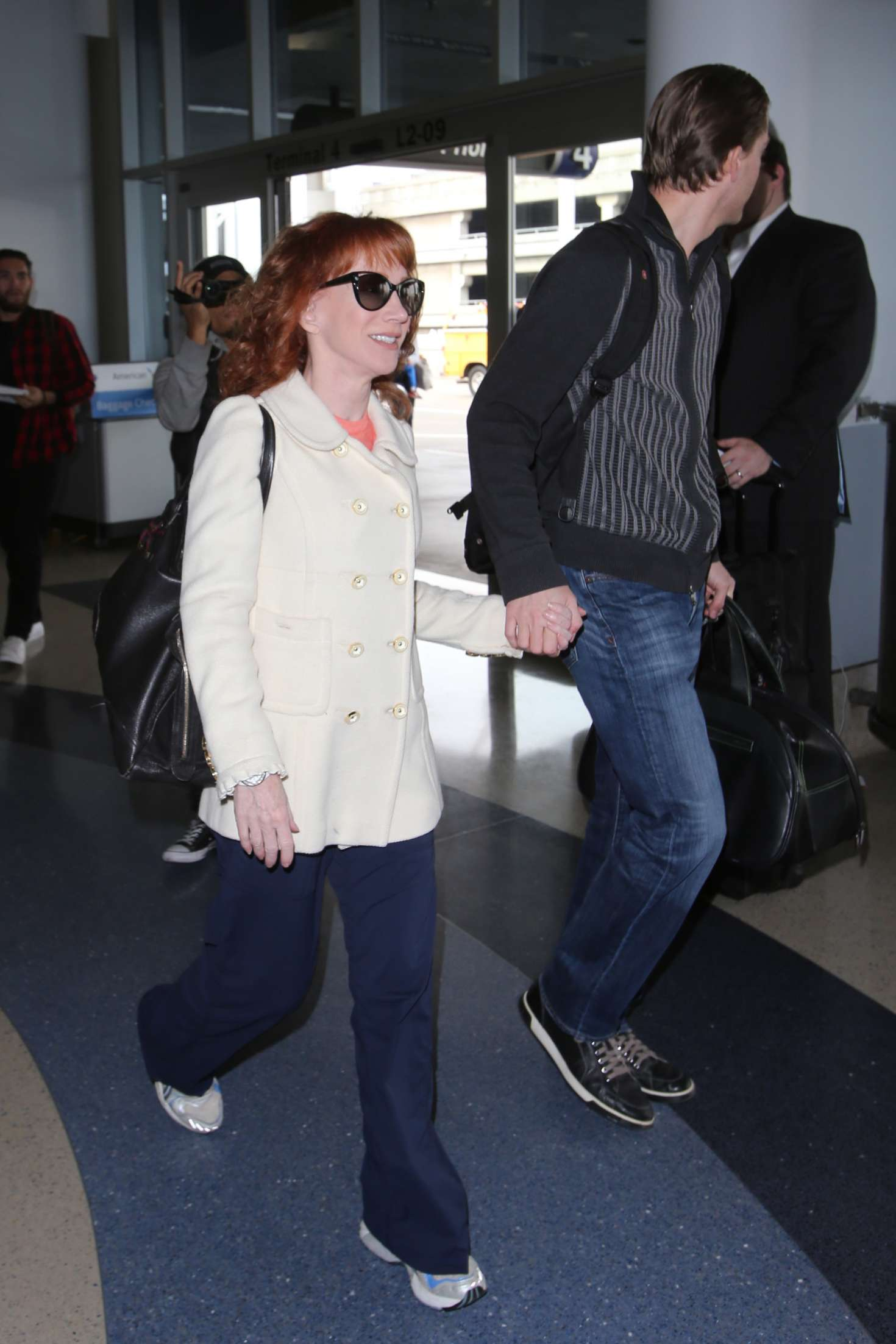 Kathy Griffin 2017 : Kathy Griffin: Arrives at LAX Airport -12