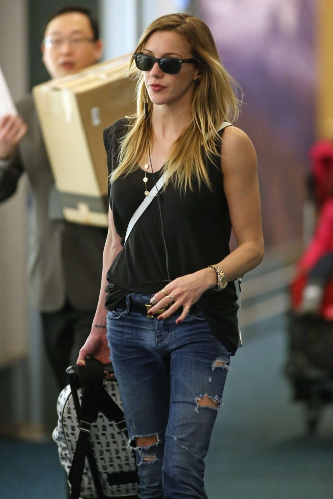 Katie Cassidy - Airport in Vancouver