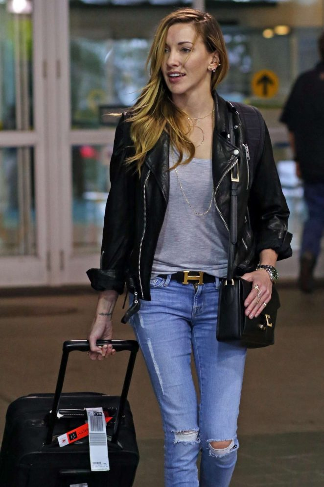 Katie Cassidy - Arriving at the airport in Vancouver