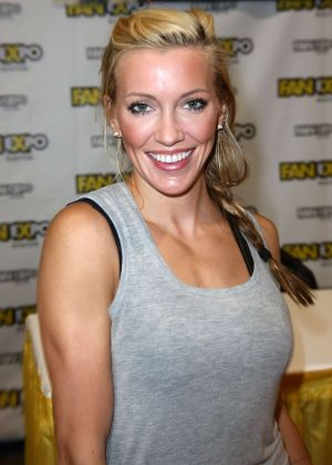 Katie Cassidy - Attends the Boston Comic Con in Boston