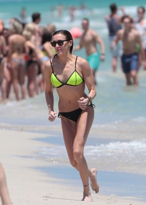 Katie Cassidy in Bikini -26