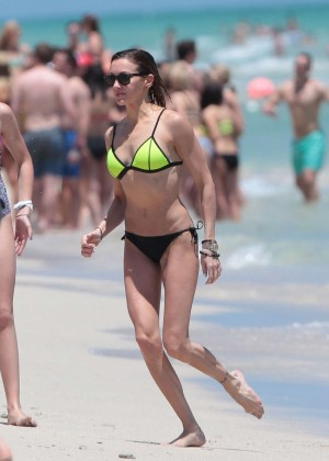 Katie Cassidy in Bikini -38