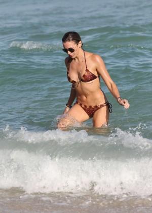 Katie Cassidy Hot in Bikini -09