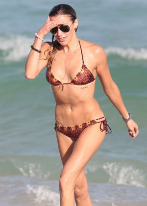 Katie Cassidy Hot in Bikini -17