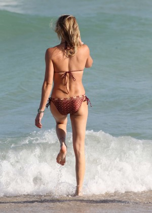 Katie Cassidy Hot in Bikini -34