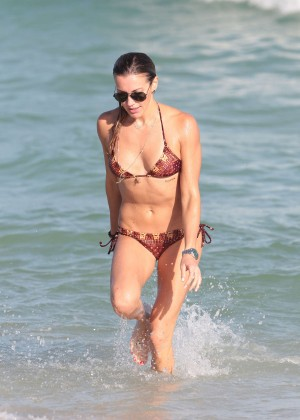 Katie Cassidy Hot in Bikini -41