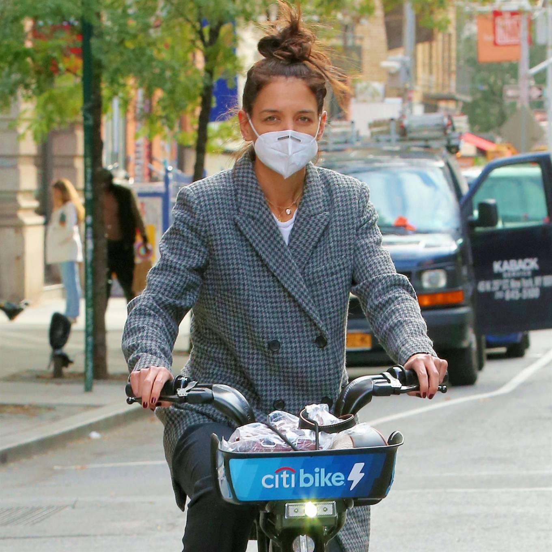 Katie Holmes 2020 : Katie Holmes and boyfriend Emilio Vitolo – Seen biking in New York-05