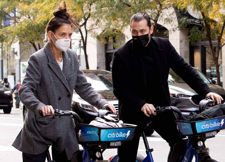 Katie Holmes 2020 : Katie Holmes and boyfriend Emilio Vitolo – Seen biking in New York-17