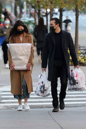 Katie Holmes and Emilio Vitolo Jr. shopping in Manhattan's Soho