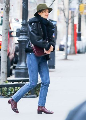 Katie Holmes - Arrived to the Ralph Lauren Fitting in New York