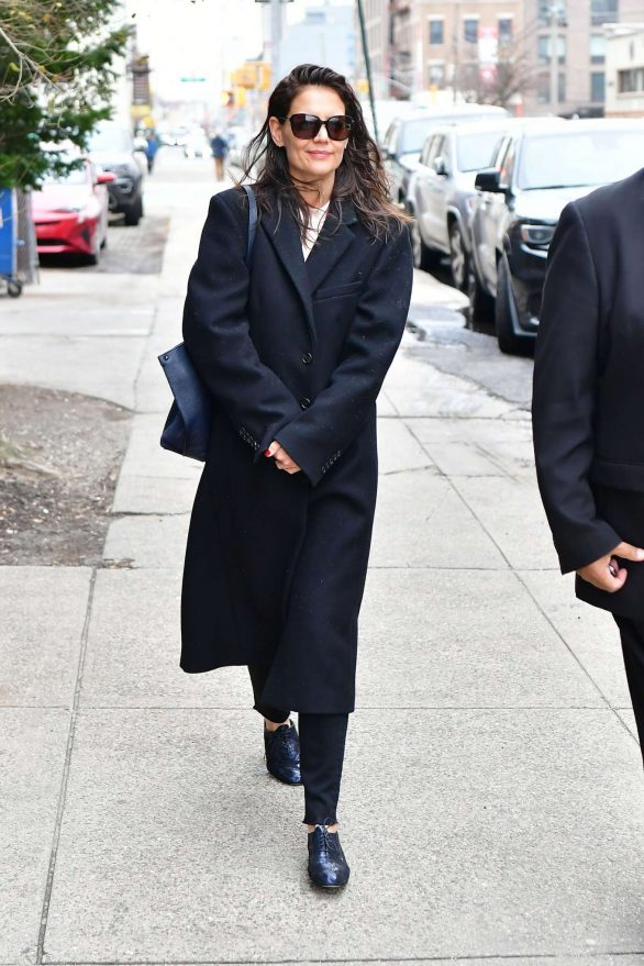 Katie Holmes - Arrives at the photographic studios in NYC