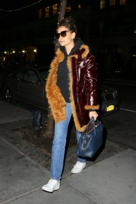 Katie Holmes - Arriving at an office building in New York