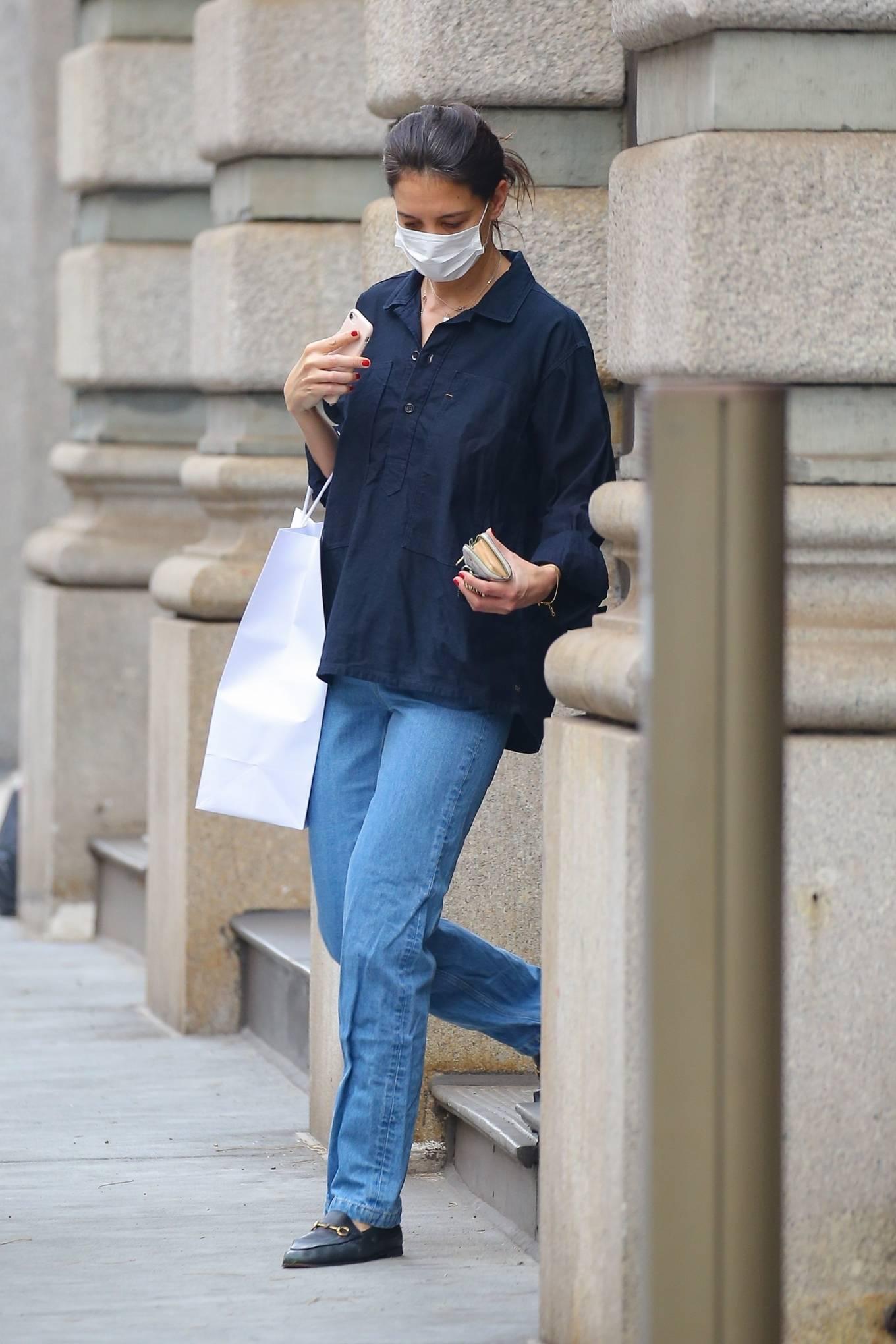 Katie Holmes - Casual in jeans and a black shirt at Santa Maria Novella in New York