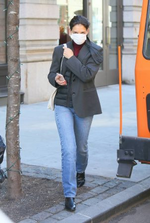 Katie Holmes - Catches an Uber in Soho