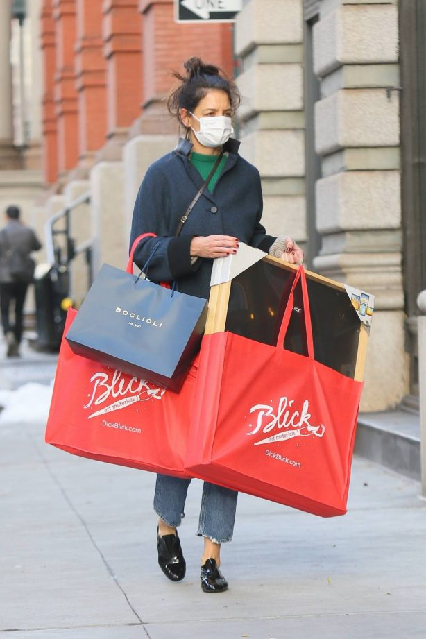 Katie Holmes - Christmas Shopping in Downtown Manhattan
