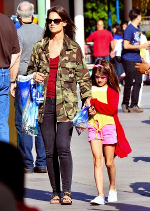 Katie Holmes: Disneyland California Adventure -04
