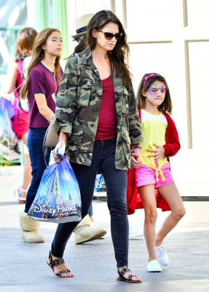 Katie Holmes: Disneyland California Adventure -14