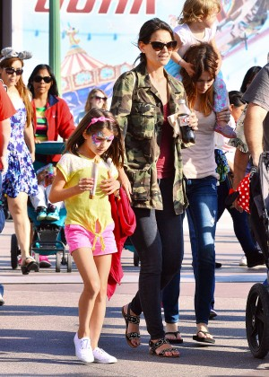 Katie Holmes: Disneyland California Adventure -16