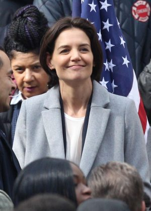 Katie Holmes - Filming a press conference scene for her new Untitled FBI/Fox project in Chicago