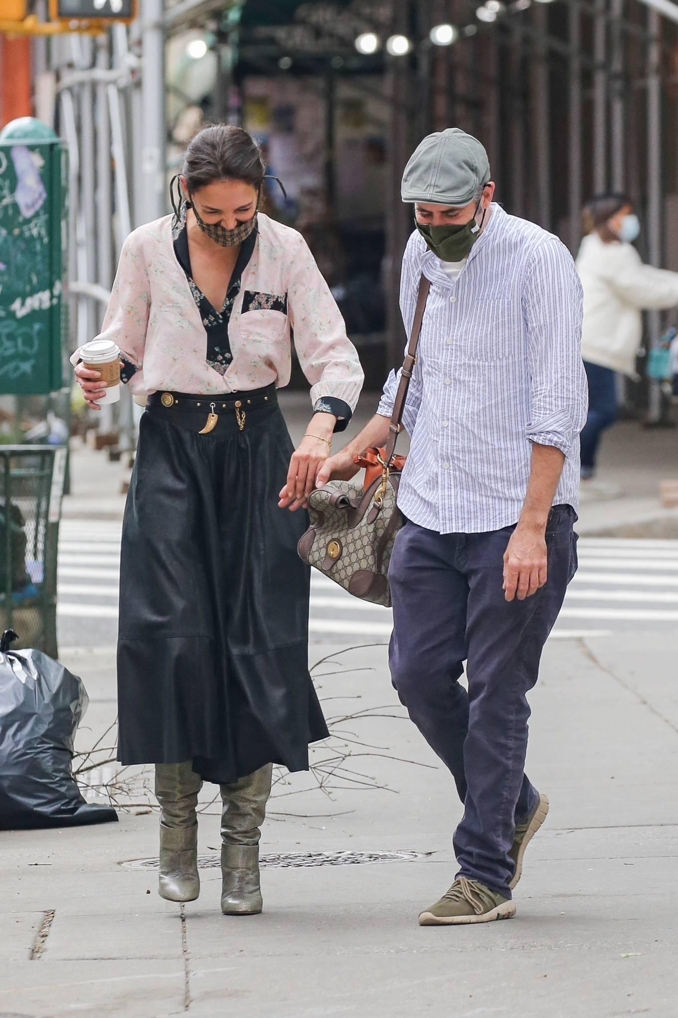 Katie Holmes 2021 : Katie Holmes – Filming in Tribeca – New York-01