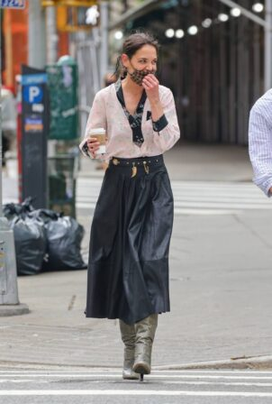 Katie Holmes - Filming in Tribeca - New York
