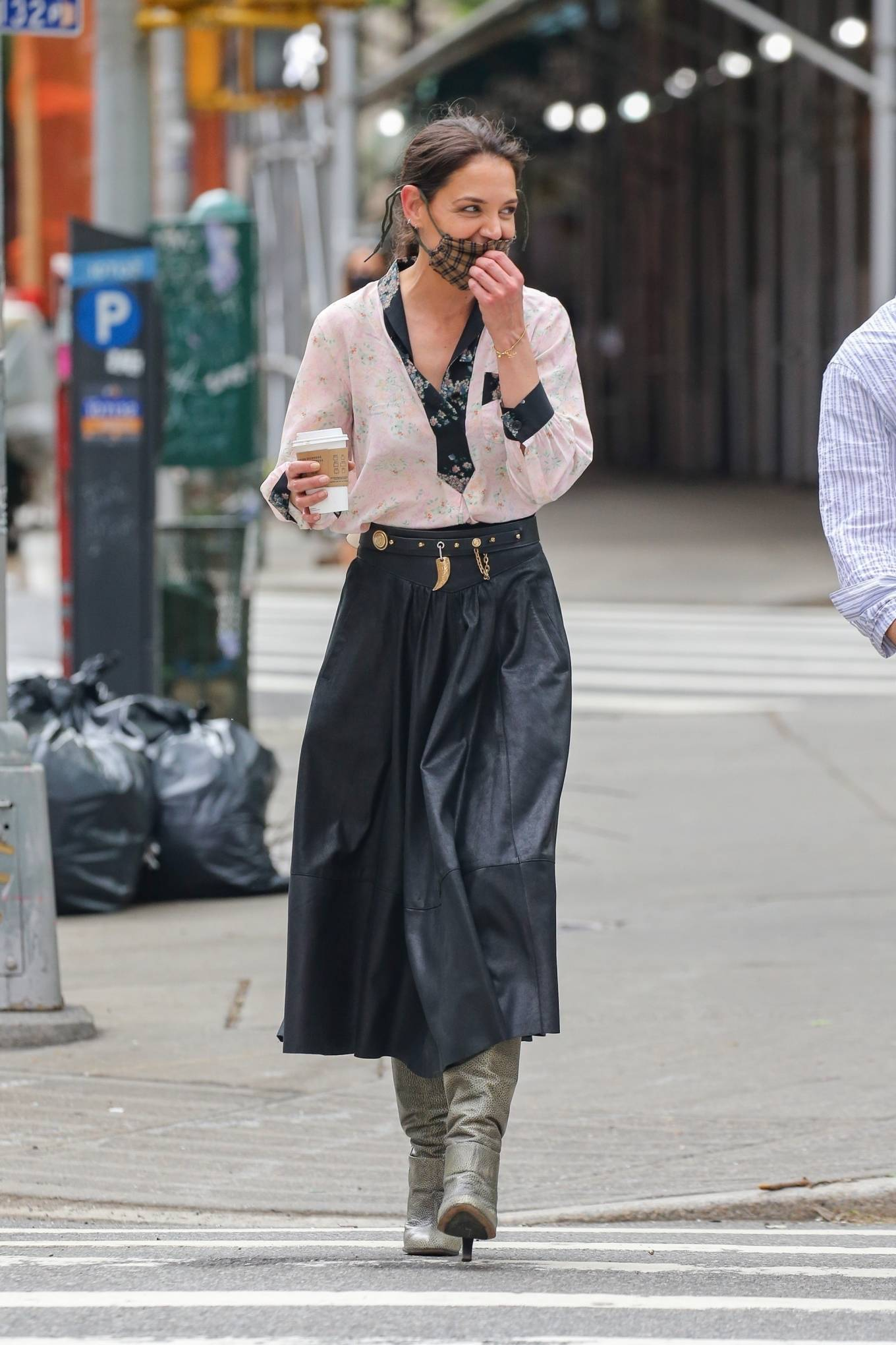 Katie Holmes 2021 : Katie Holmes – Filming in Tribeca – New York-02