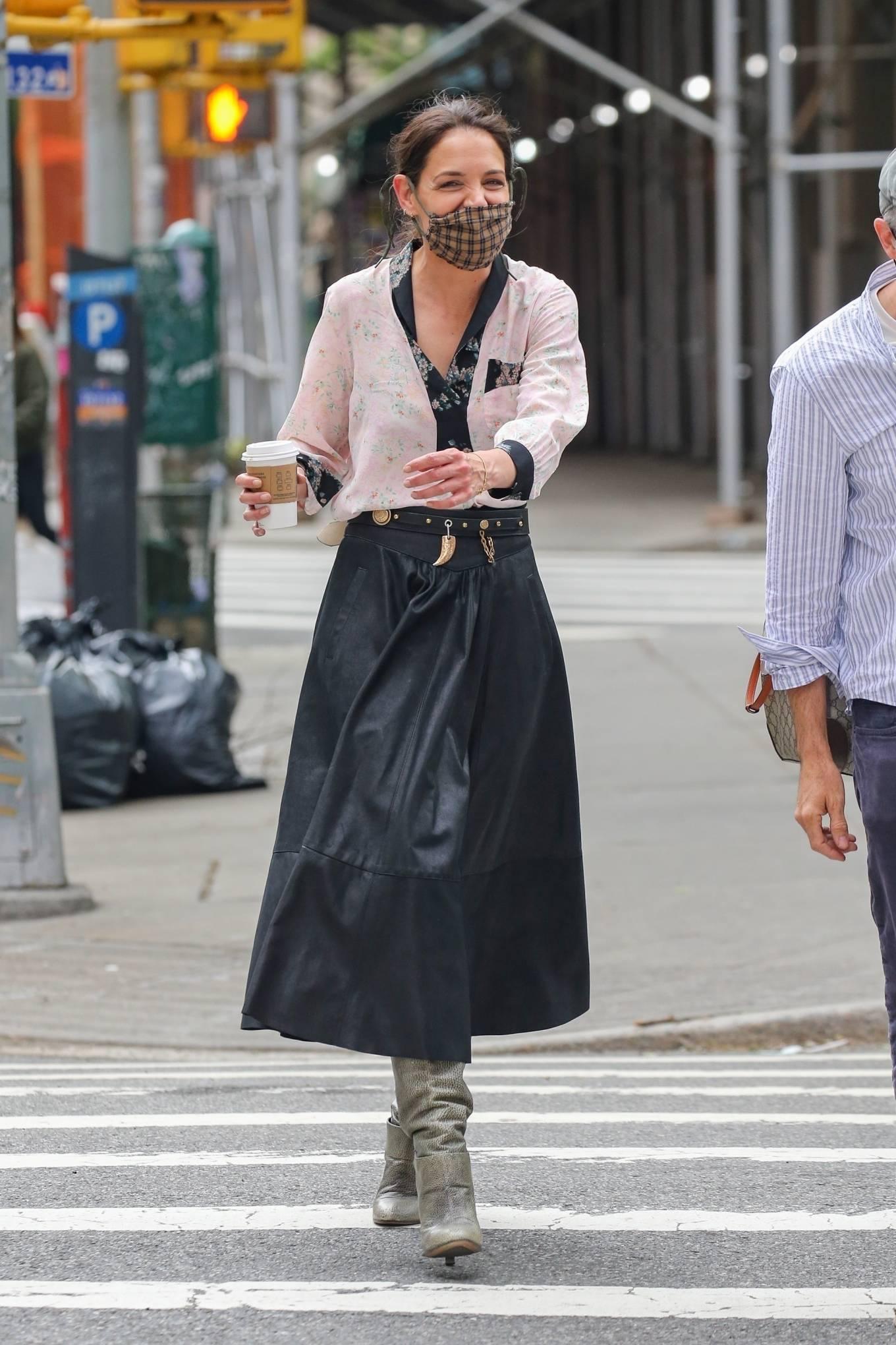 Katie Holmes 2021 : Katie Holmes – Filming in Tribeca – New York-06