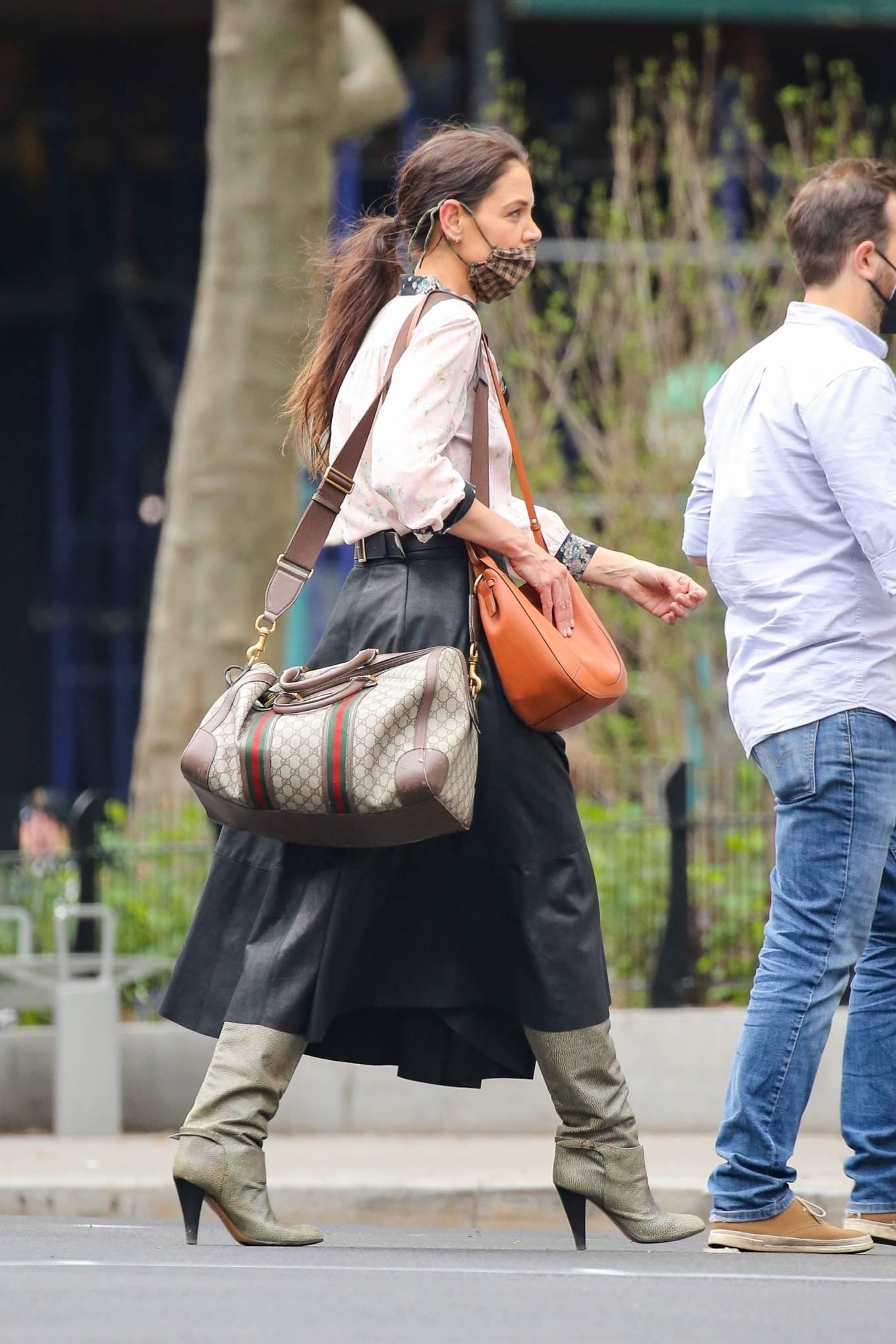 Katie Holmes 2021 : Katie Holmes – Filming in Tribeca – New York-08