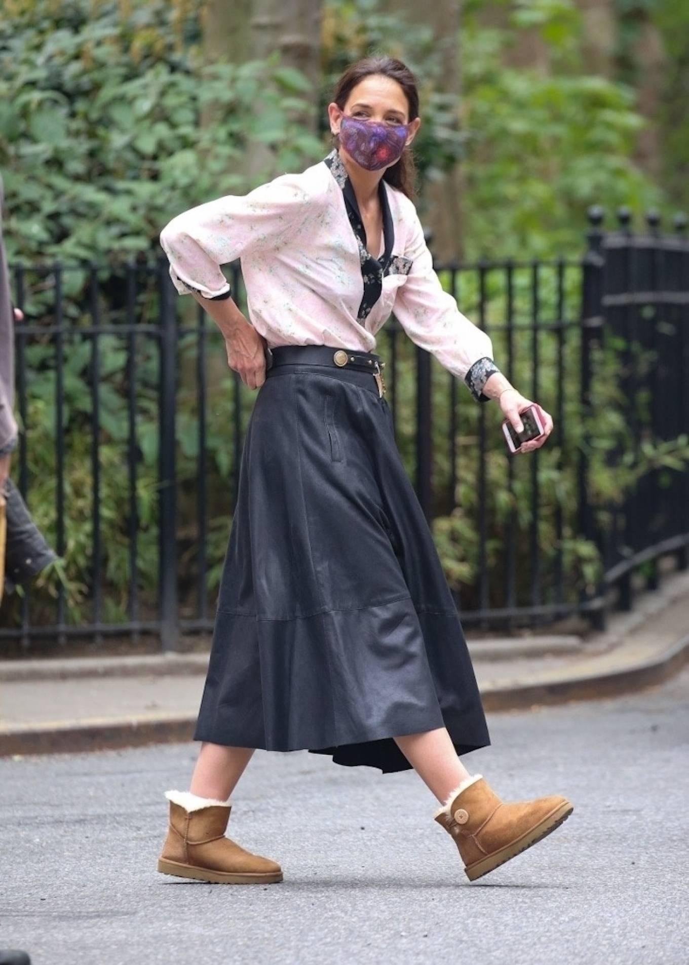 Katie Holmes 2021 : Katie Holmes – Filming in Tribeca – New York-09