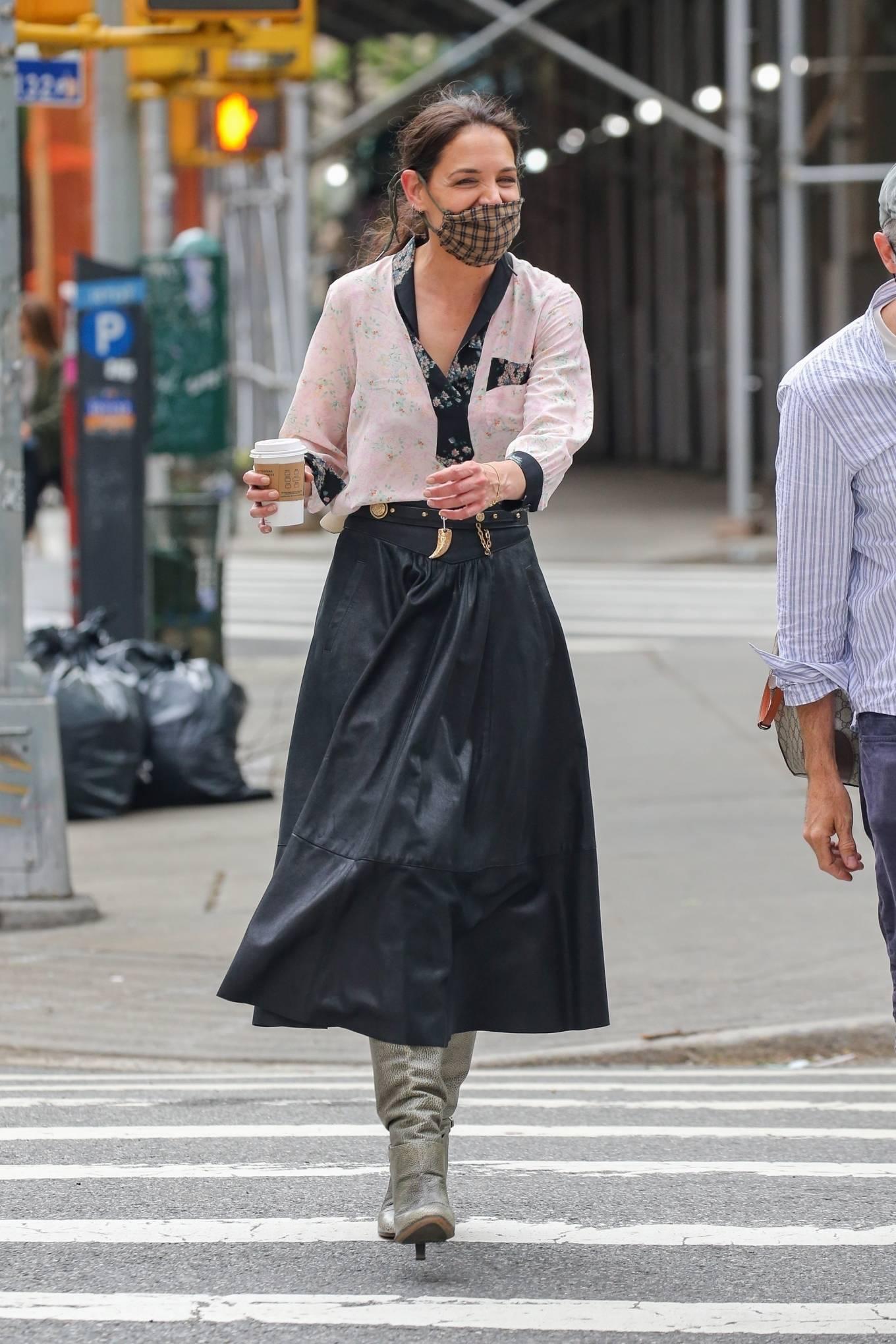 Katie Holmes 2021 : Katie Holmes – Filming in Tribeca – New York-10