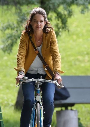 Katie Holmes - Filming 'The Gift' set in Montreal