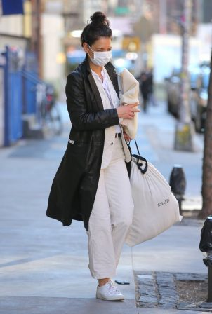 Katie Holmes - Heads out in New York