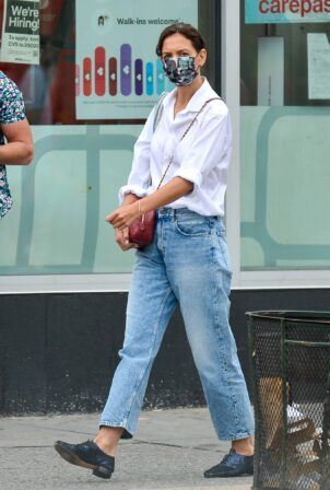 Katie Holmes - In denim on a solo stroll in New York