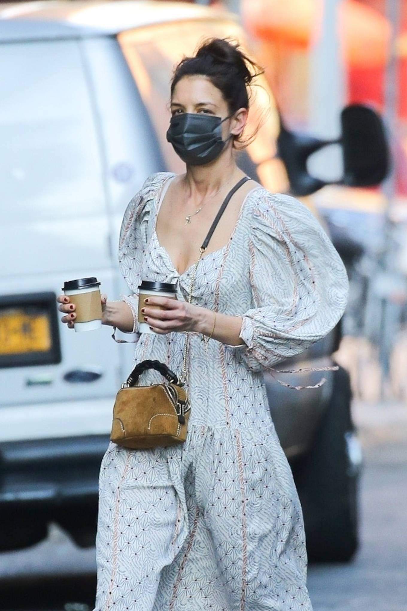Katie Holmes - In dress out for a coffee