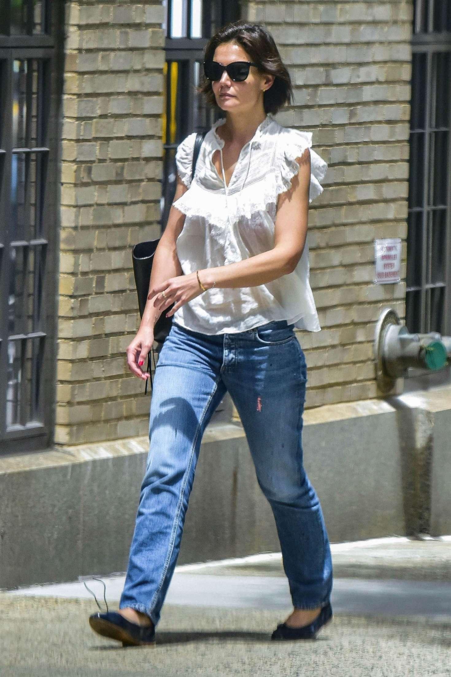 Katie Holmes 2018 : Katie Holmes in Jeans -01