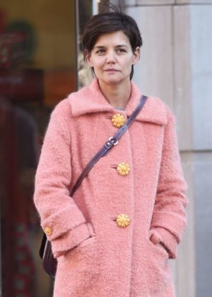 Katie Holmes in Pink Caot - Shopping in NYC