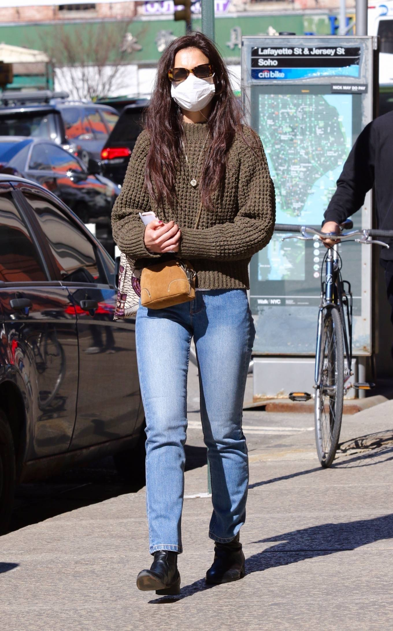Katie Holmes 2021 : Katie Holmes – In tight jeans while out shopping in Manhattan-02